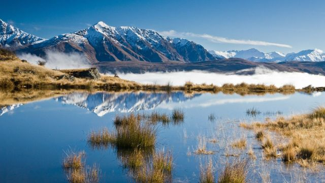 Lake_in_the_cloudsQueenstown_New_Zealand