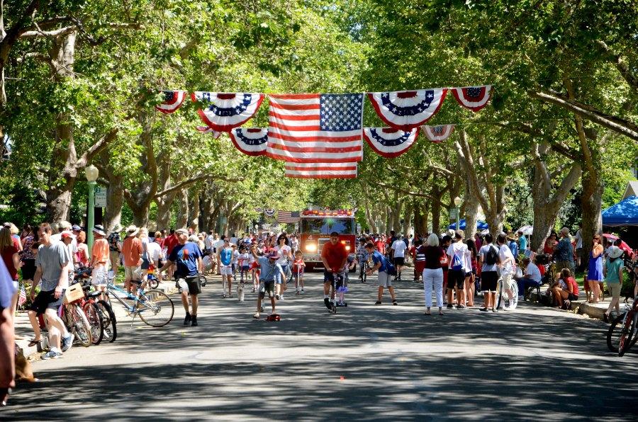 DSC_0110-ok-the-parade-gets-underway